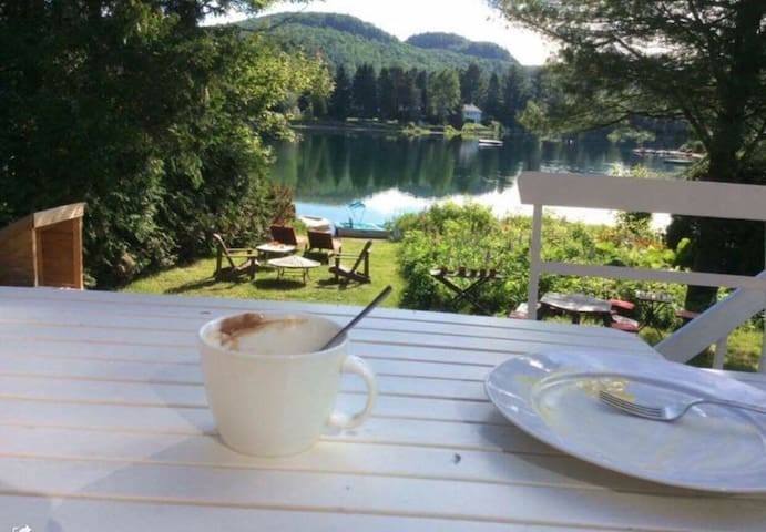 Très beau chalet au bord du lac - Val-David - House