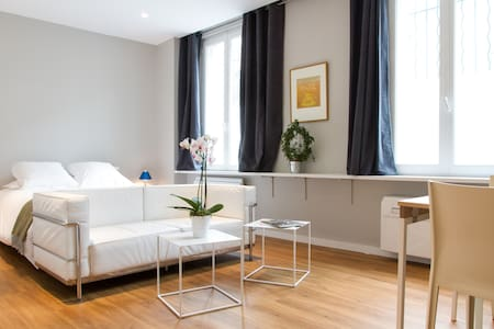 Large studio Montmartre Airco New