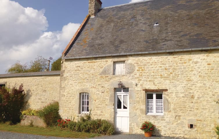 Holiday cottage with 2 bedrooms on 80 m² in St. Germain du Pert