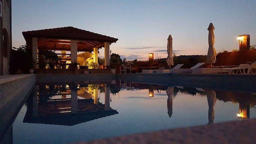 Apartment with pool on Hvar-Jelsa