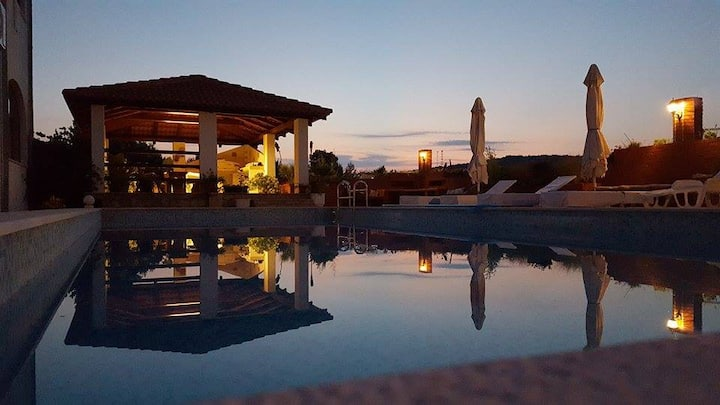 Apartment with pool on Hvar-Jelsa