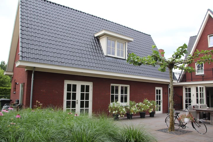 Private Detached Guesthouse near woods - Helmond