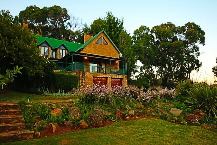 Connemara Close Director's Unit, Dullstroom