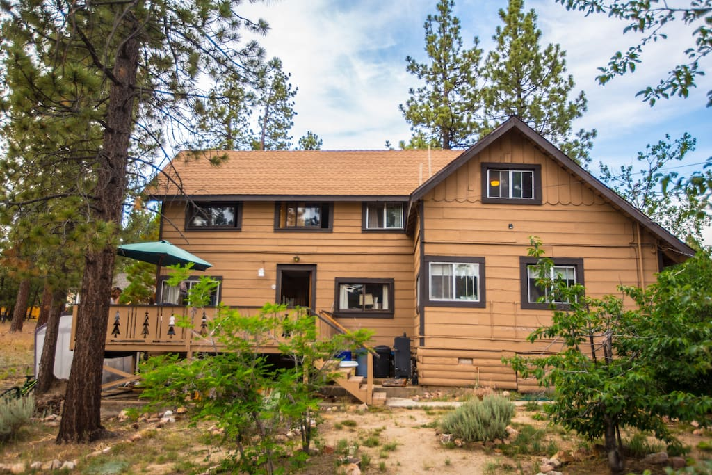 Retro cabin 4bdr near the lake cabins for rent in for Cabin for rent in big bear ca