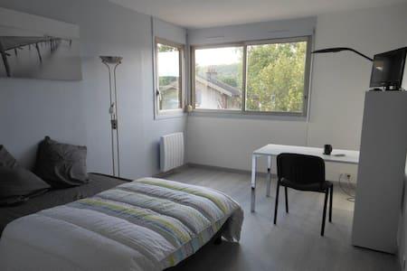 Studio Orsay centre - proche RER - fibre internet - Orsay - Appartement