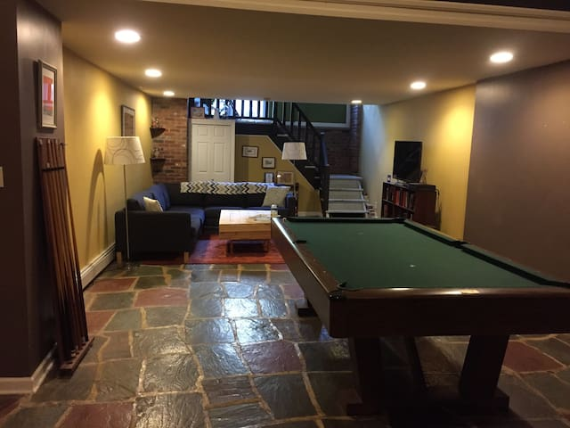 Huge loft w/ backyard & pool table! - Philadelphia - Loft