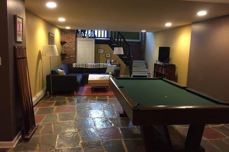 Huge loft w/ backyard & pool table! - Philadelphia - Loft