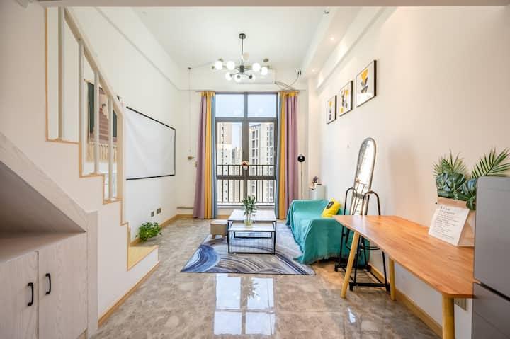 (特舍民宿F5)loft复式精装温馨影音房有厨房有客厅(万达店)