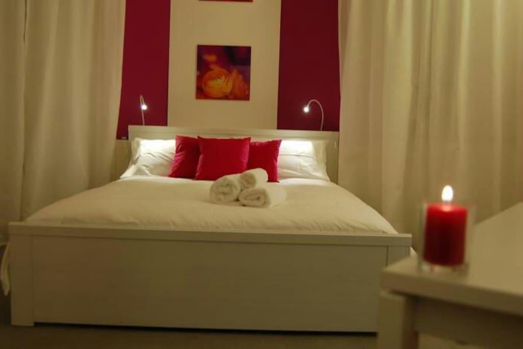 bella stanza in b b con terrazza chambres d 39 h tes louer palerme sicilia italie. Black Bedroom Furniture Sets. Home Design Ideas