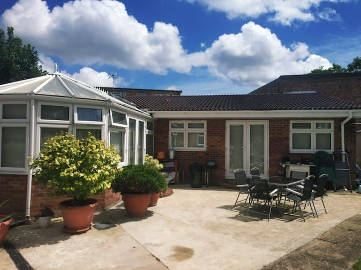 Entire Apartment close to London Heathrow Airport
