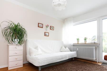 Helles Balkonzimmer 4km von Gießen - Pohlheim - Haus
