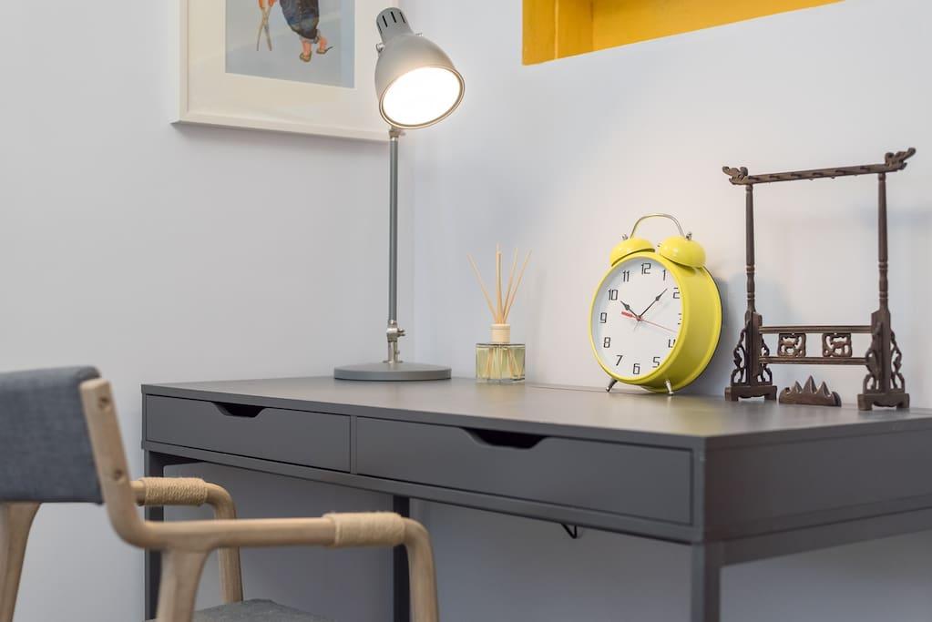 书桌工作区域