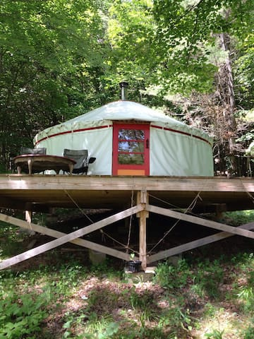 Off-grid Yurt on Pleasant Hillside