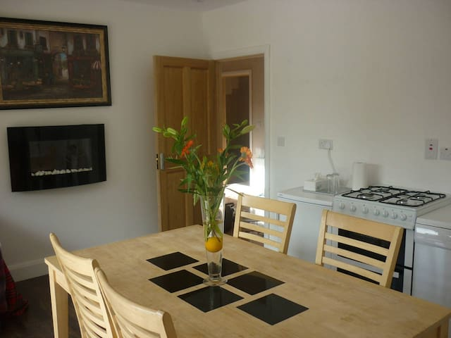 Self Catering Apartment 2 mins from town