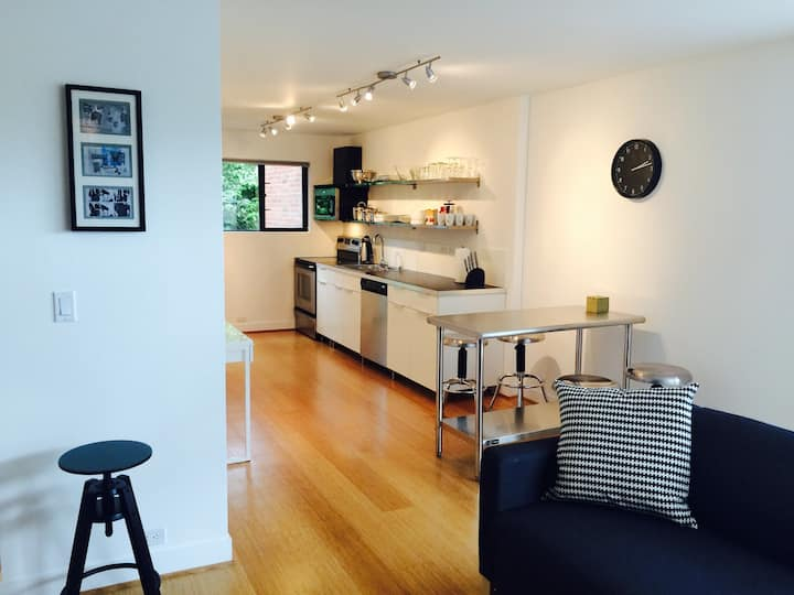 Modern Oasis:  Tidy, Private, Contactless In & Out
