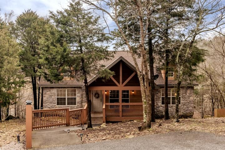 Updated Stonebridge Cabin, near Silver Dollar City