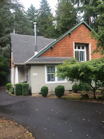 Two story craftsman in wooded area - Milwaukie - Haus