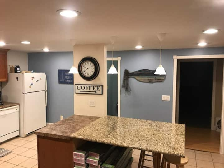 4 bed 2 bath sleeps 15, off east lake with access!