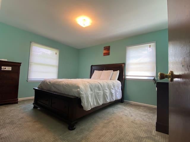 Heart of stonefield,UVA & Downtown Queen Bedroom#3