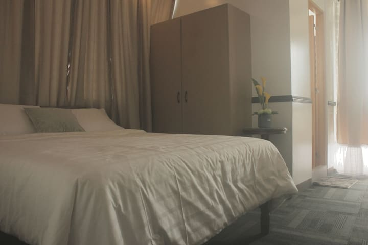 DELUXE ROOM w/ WIFI and FREE pickUp & dropOff