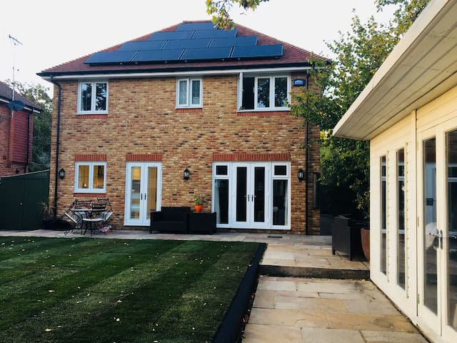 Beautiful house in Oxted (35 min train to London)