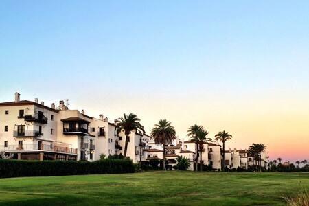 Golf, sea and sun in Playa Granada - Lejlighed