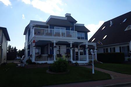 Edgewater Cottage and Suites Studio