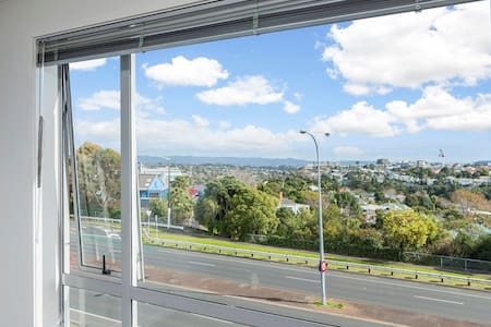 Warm room with a view, close to the city centre - Auckland - Apartment