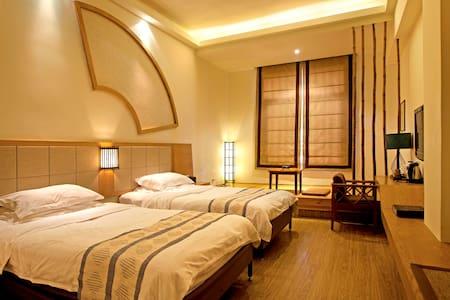 *Gulangyu Island Twin Beds in Bright Room 103* - Xiamen