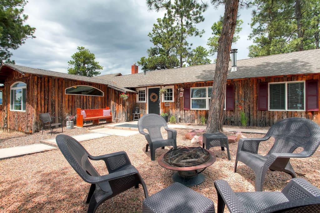 Black forest log cabin getaway cabins for rent in for Cabin rental colorado springs