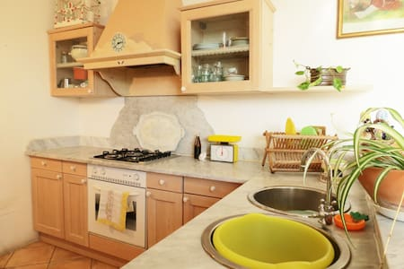 Sunny apartment (private parking) - Palermo - Wohnung