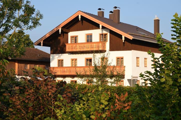 Appartement Bergfex, Alte Gendarmerie Übersee - Übersee - อพาร์ทเมนท์