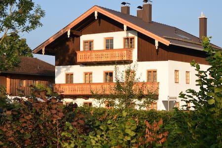 Ferienwohnung Bergfex, Alte Gendarmerie Übersee - Übersee - Leilighet