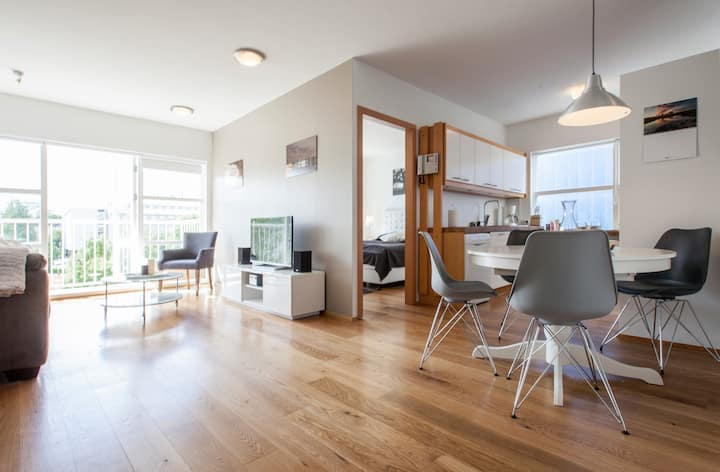 Downtown Charm Reykjavik 2 bedrooms with balcony