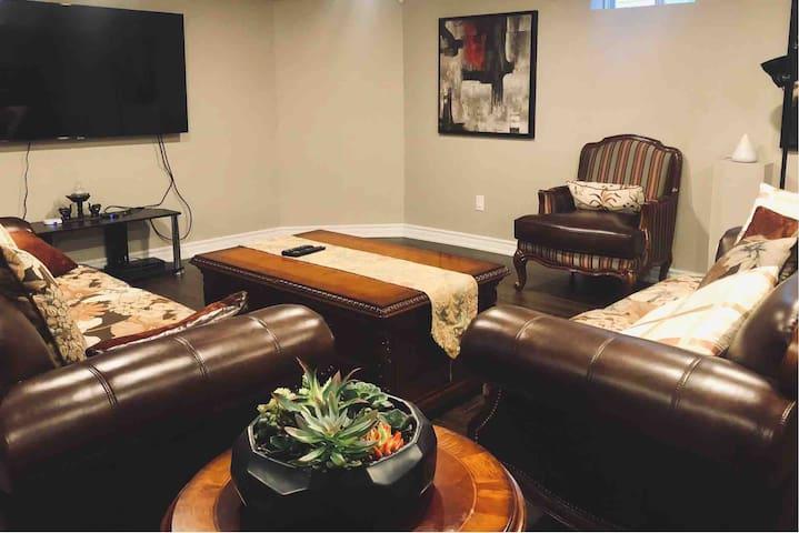❤️Spacious Guest Suite w/Private Living & Bathroom❤️
