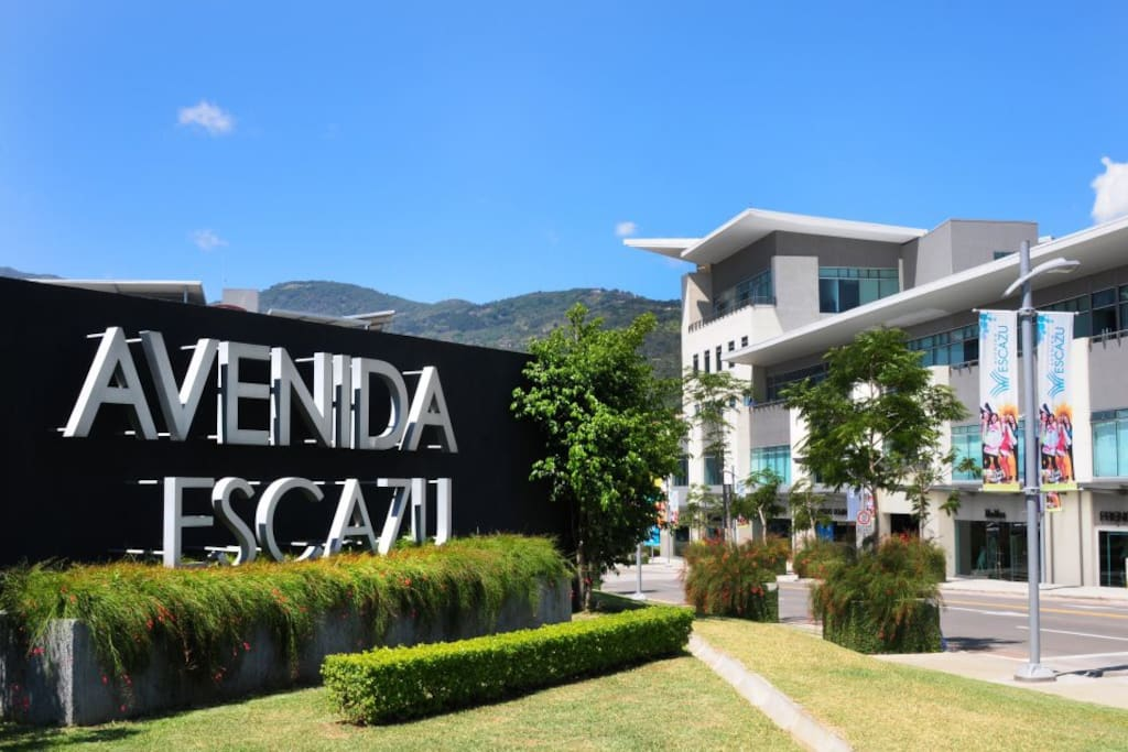 Entrance to the Avenida Escazu, a 2 minute walk from Milano