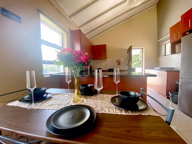 Stylish & Homely Private Dwelling ✶Ideally located