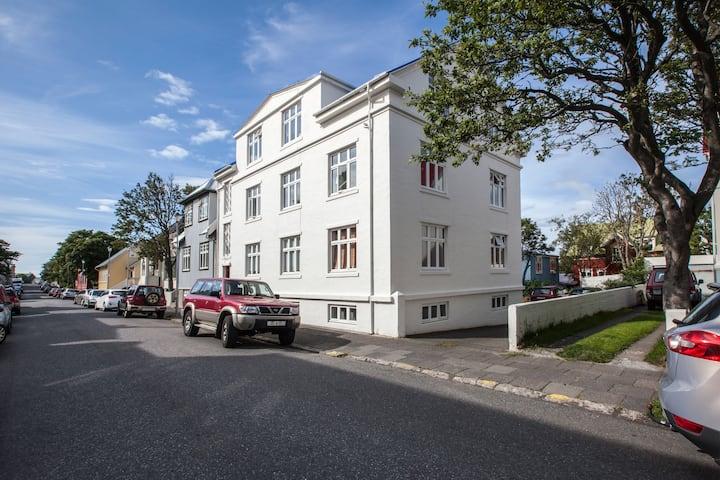 Beautiful & spacious apartment downtown Reykjavík