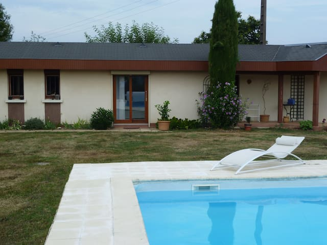un logement neuf, piscine, vue +++ - Saint-Léonard-de-Noblat - House