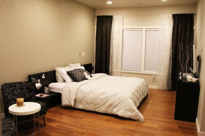20% discount 3 days bnb Luxury room with servants