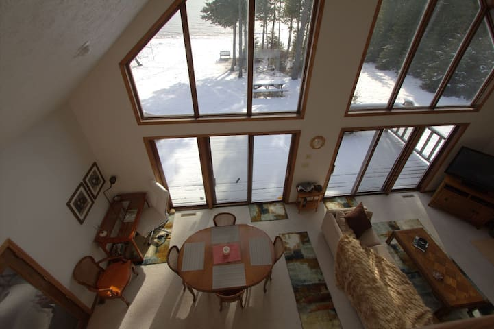 NORTH SHORE RETREAT (Manistique): Directly on Lake Michigan!
