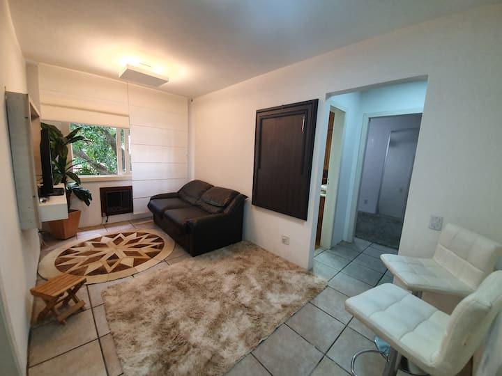 Apartamento confortável com piscina perto da PUC
