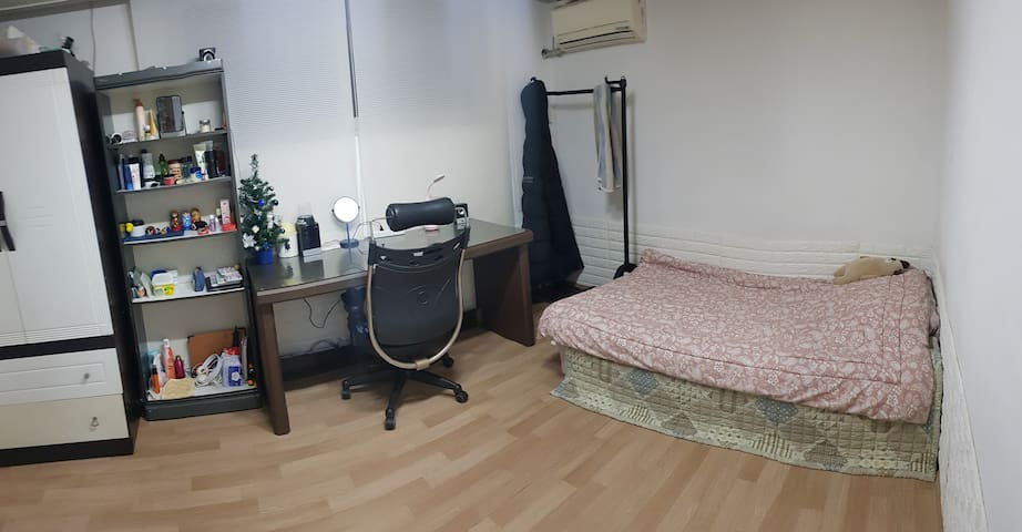 Quiet comfortable room, recently furnished, clean!