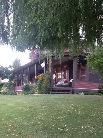 Mara Station B & B on the River! - Mara - Bed & Breakfast