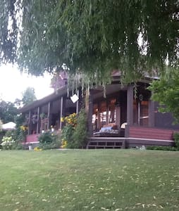 Mara Station B & B on the River! - Mara
