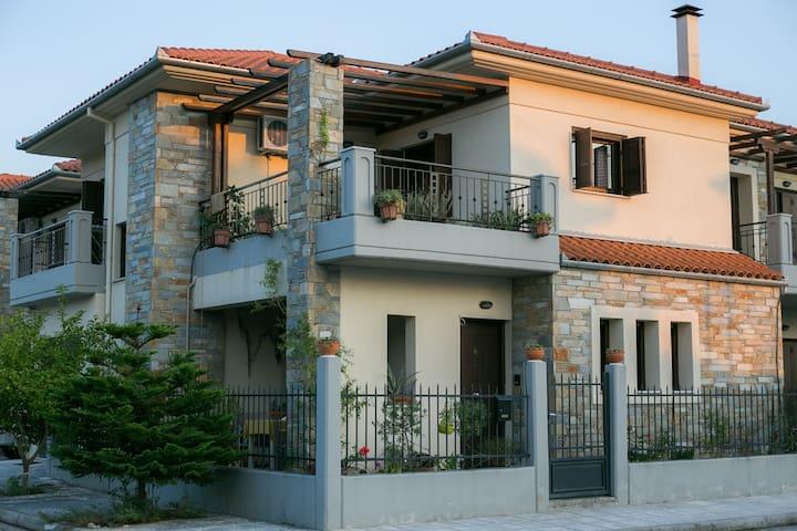 Maisonette near the sea, 104 m², in Agria, Volos