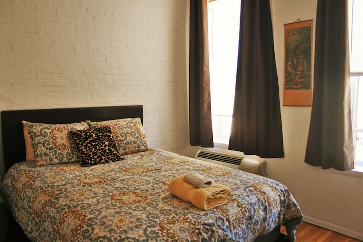 Safe, Clean, Minutes from NYC train - Hoboken - Appartement