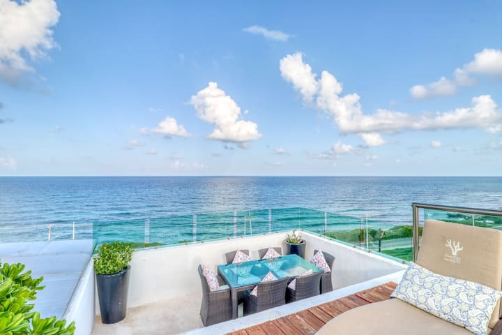 Waterfront getaway w/ a rooftop infinity pool, private balcony, & kitchen