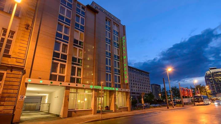 Dreibettzimmer - Hotel Minerva  Hauptbahnhof FFM