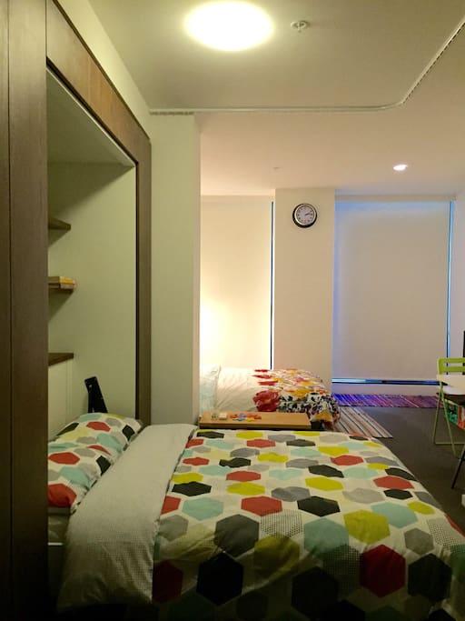 2 Queen sized Beds in a studio... Miraculous!!